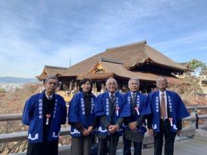 清水寺で記念撮影